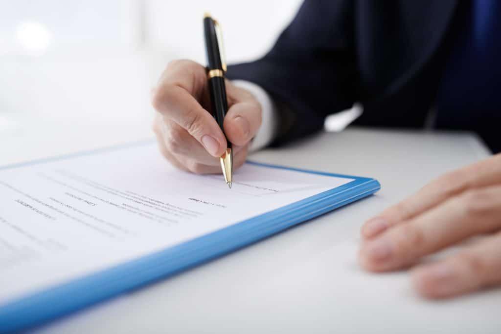 Comment résilier son contrat d'assurance auto ? guide-assurance.com vous dit tout !