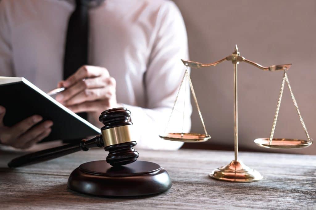 La loi Hamon et la loi Chatel permettent de résilier son assurance auto.